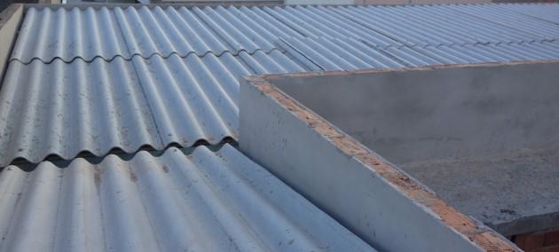 telhado embutido com platibanda e fibrocimento